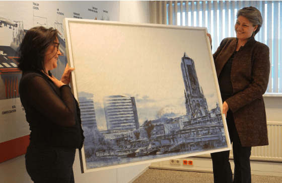 Dorota Roszkowska (artist) presenting the icons of Arnhem artwork to Monique Buch (Regional Director Colbond EMEA) at the Low & B