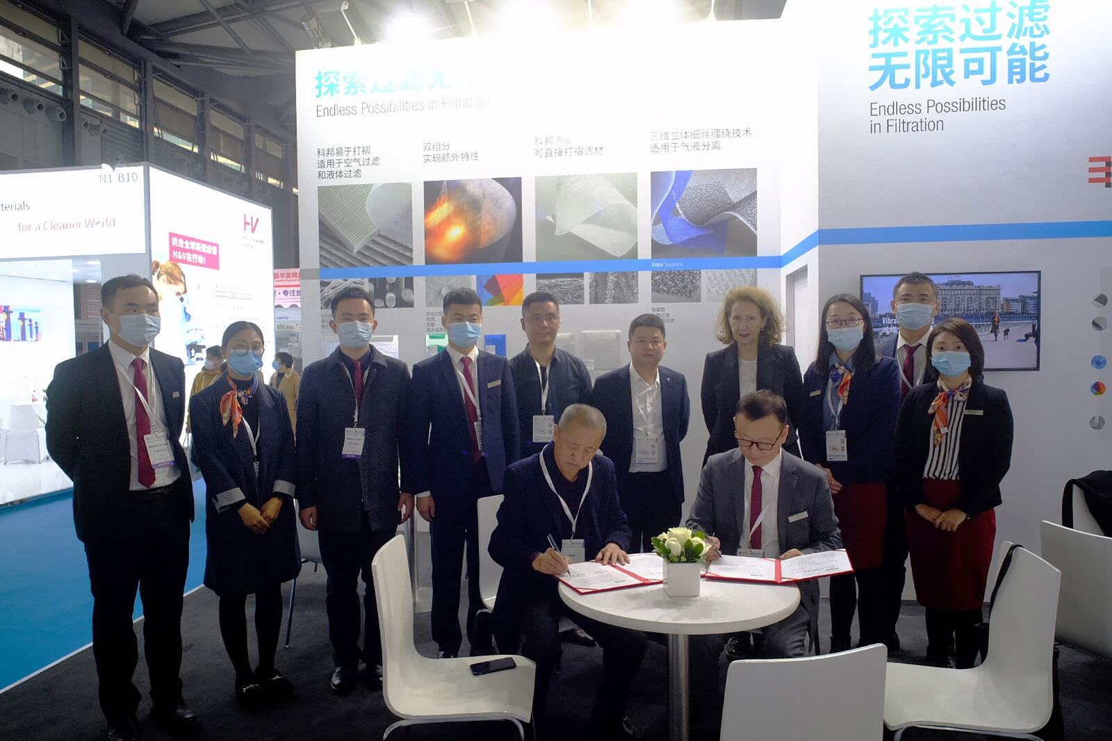 Signing ceremony betwen Low & Bonar team & Shenzhen Jingneng New Material Co. at Colback Solutions booth FSA 2020